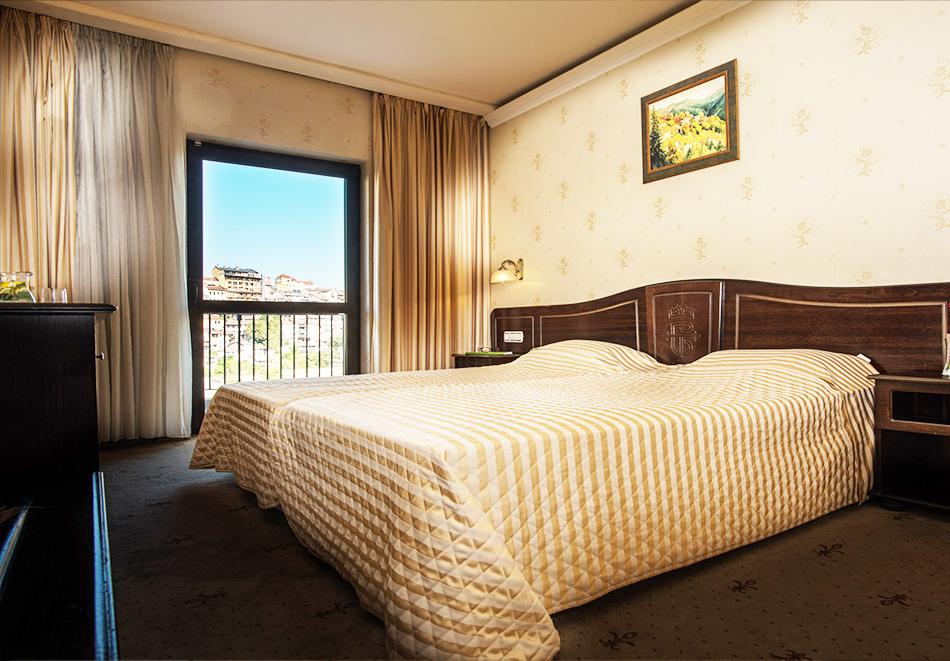 Нощувка на човек в Гранд хотел Велико Търново, снимка 3