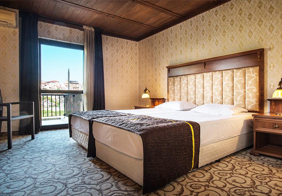 Нощувка на човек в Гранд хотел Велико Търново, снимка 4