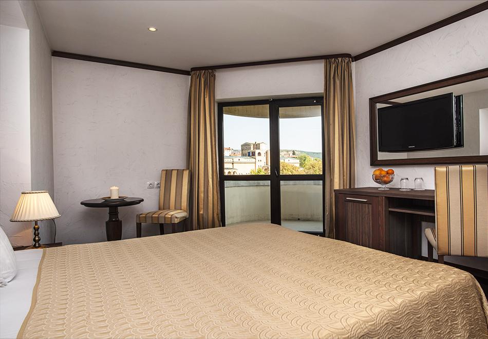 Нощувка на човек в Гранд хотел Велико Търново, снимка 7