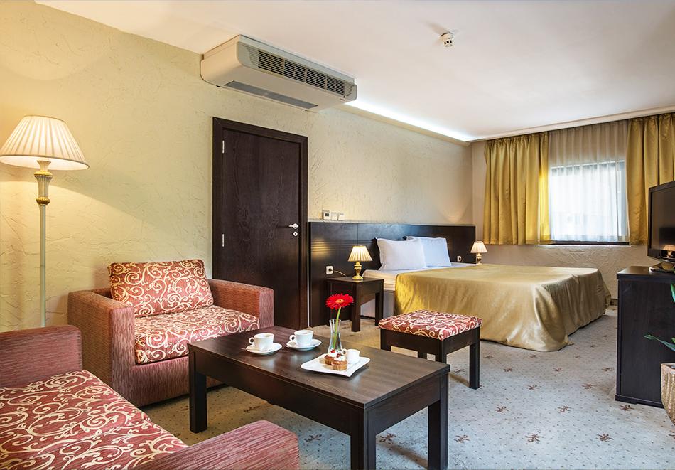 Нощувка на човек в Гранд хотел Велико Търново, снимка 8