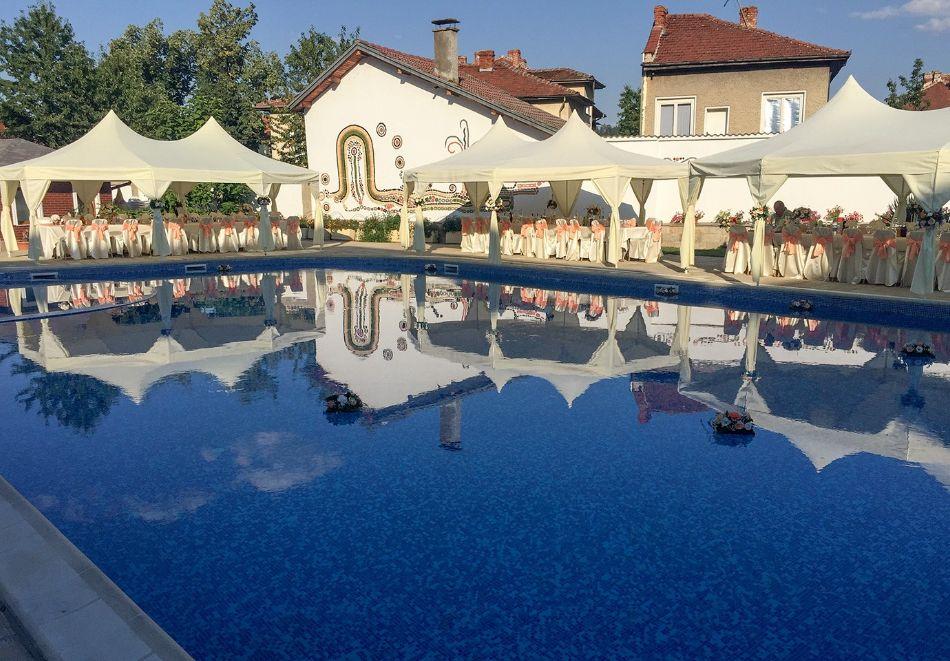 Нощувка на човек със закуска и вечеря + топъл басейн в хотел Шато Монтан, Троян, снимка 2