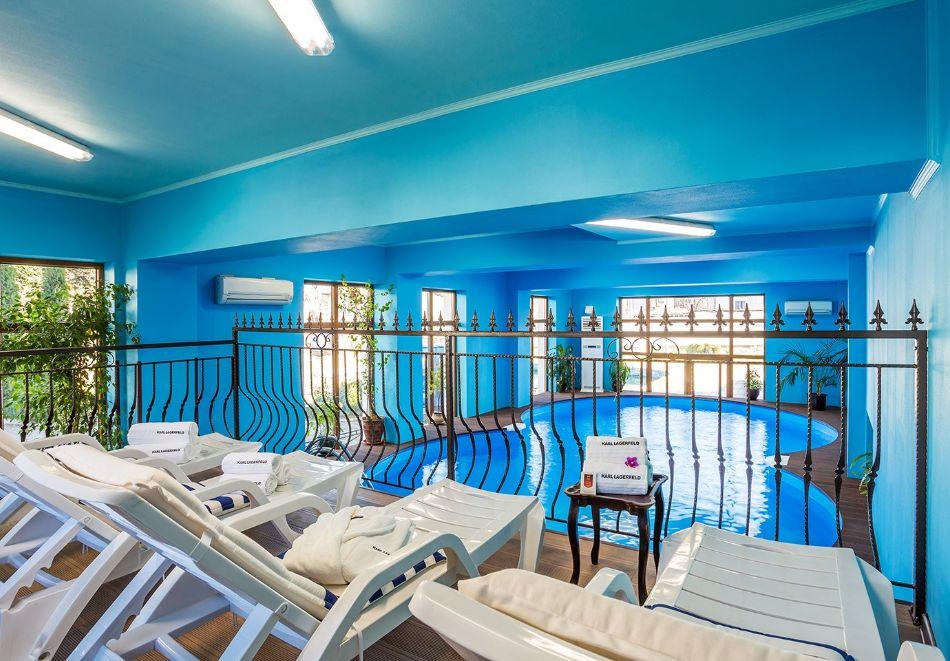 Нощувка на човек със закуска и вечеря + топъл басейн в хотел Шато Монтан, Троян, снимка 5