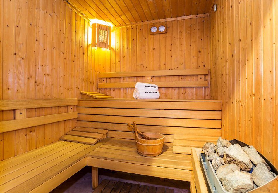 Нощувка на човек със закуска и вечеря + топъл басейн в хотел Шато Монтан, Троян, снимка 7