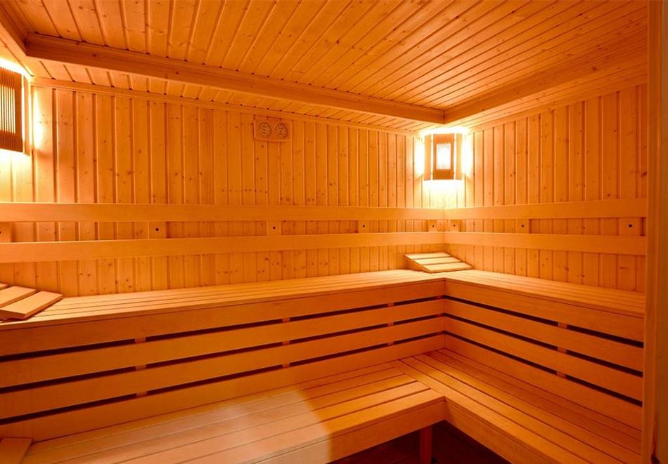 Уикенд в Казанлък. 2=3 нощувки на човек със закуски + минерален басейн и релакс център в Гранд хотел Казанлък***, снимка 6