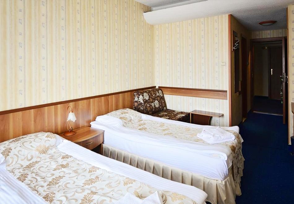 Уикенд в Казанлък. 2=3 нощувки на човек със закуски + минерален басейн и релакс център в Гранд хотел Казанлък***, снимка 11