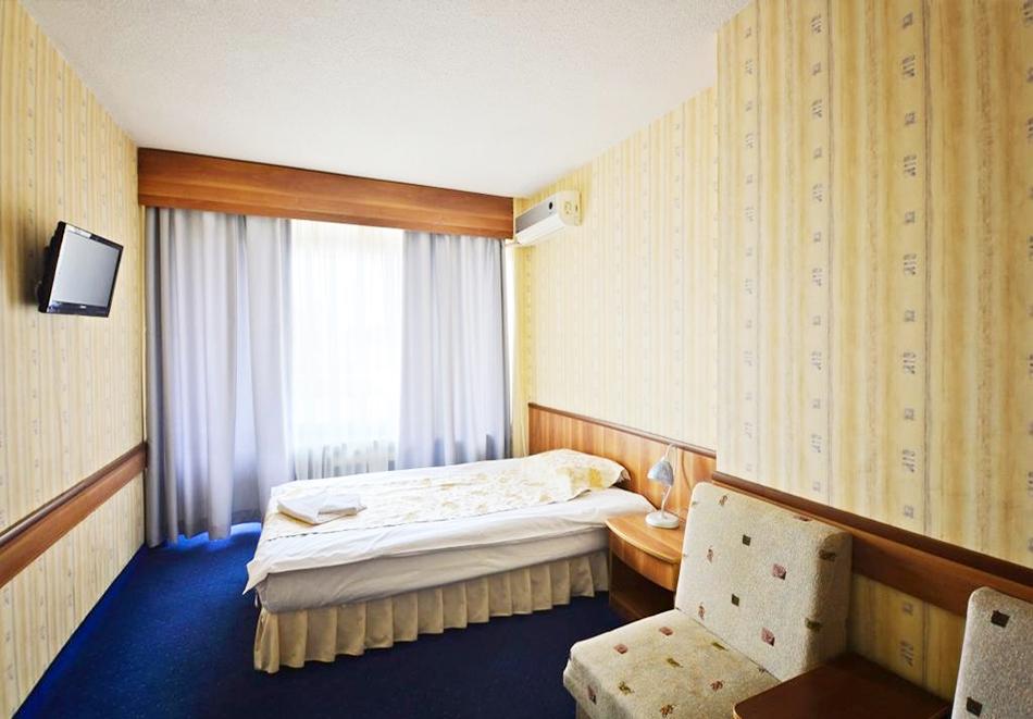 Уикенд в Казанлък. 2=3 нощувки на човек със закуски + минерален басейн и релакс център в Гранд хотел Казанлък***, снимка 13