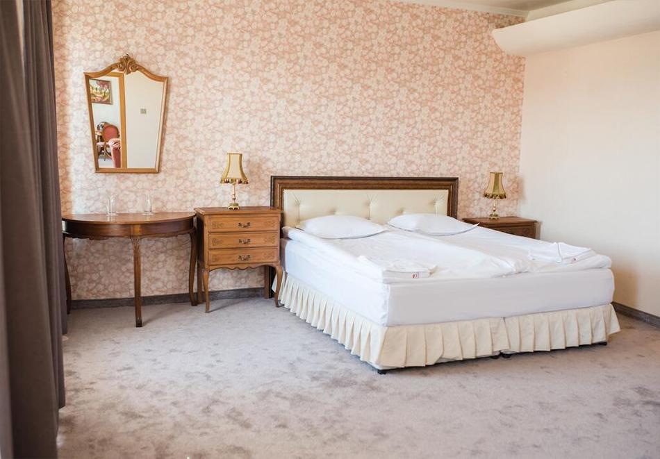 Уикенд в Казанлък. 2=3 нощувки на човек със закуски + минерален басейн и релакс център в Гранд хотел Казанлък***, снимка 9