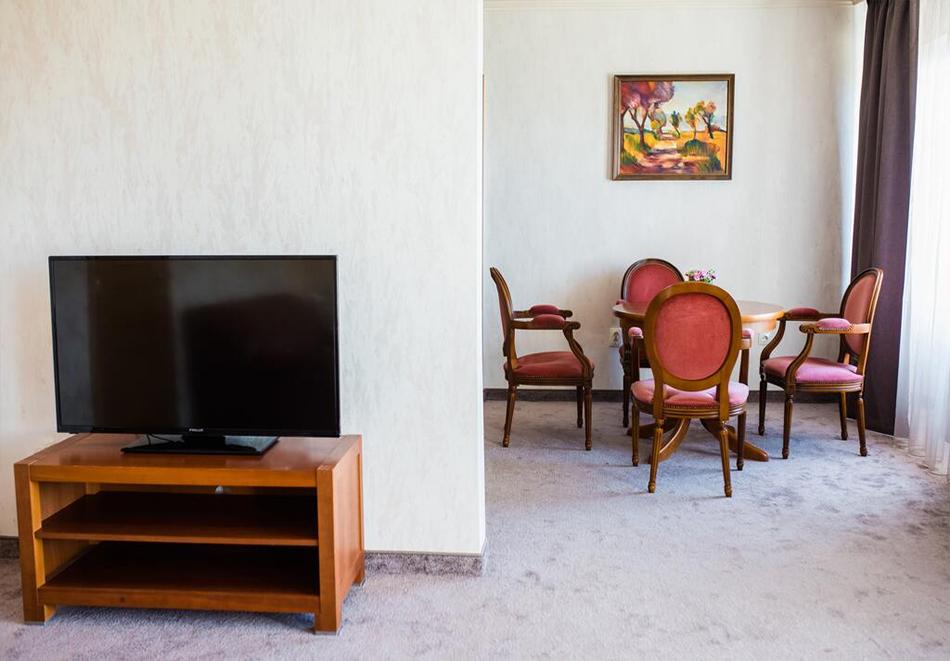 Уикенд в Казанлък. 2=3 нощувки на човек със закуски + минерален басейн и релакс център в Гранд хотел Казанлък***, снимка 12