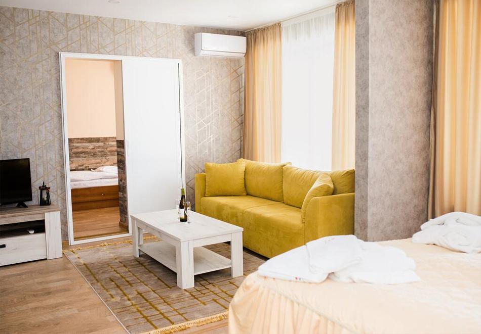 Уикенд в Казанлък. 2=3 нощувки на човек със закуски + минерален басейн и релакс център в Гранд хотел Казанлък***, снимка 10