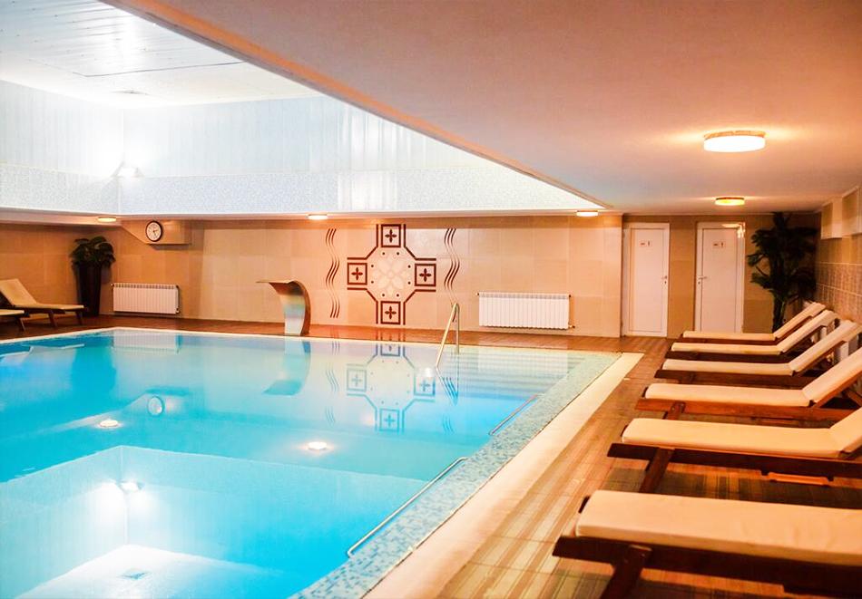 Уикенд в Казанлък. 2=3 нощувки на човек със закуски + минерален басейн и релакс център в Гранд хотел Казанлък***, снимка 5