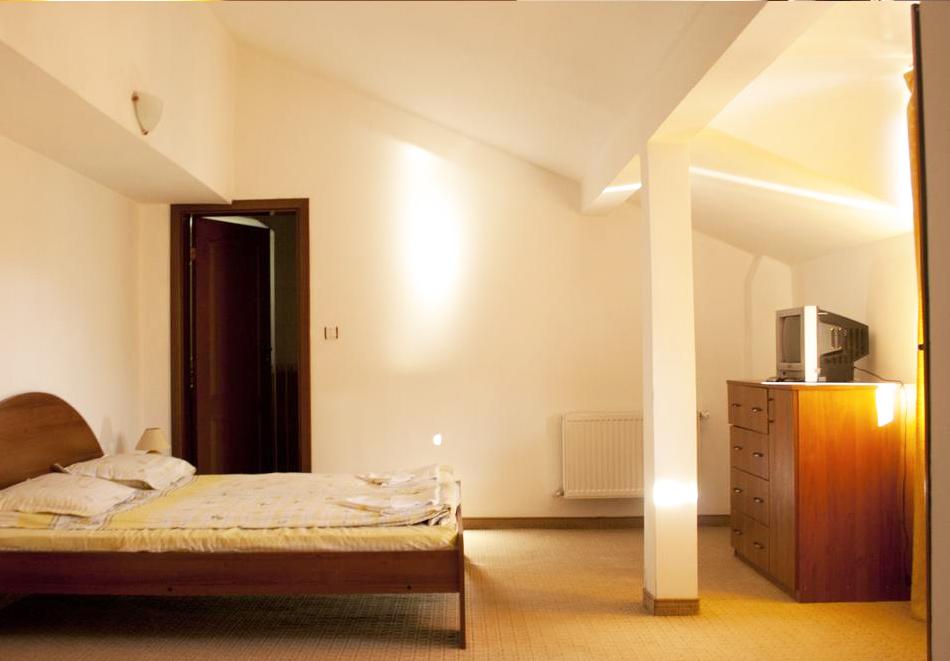 Нова година в Банско! 3 или 4 нощувки на човек със закуски и вечери - едната празнична в хотел Корина Скай, снимка 8