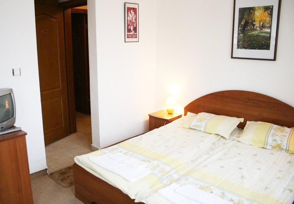 Нова година в Банско! 3 или 4 нощувки на човек със закуски и вечери - едната празнична в хотел Корина Скай, снимка 7
