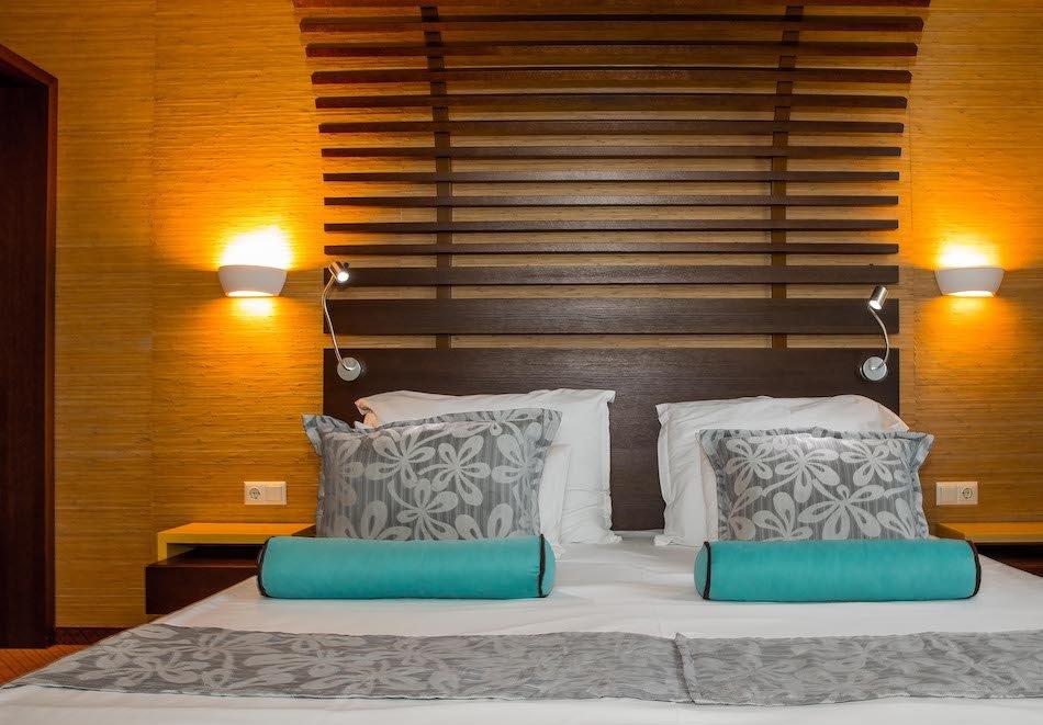 Нощувка на човек със закуска и вечеря + 2 минерални басейна + външно горещо джакузи + СПА пакет в хотел Езерец, Благоевград, снимка 21