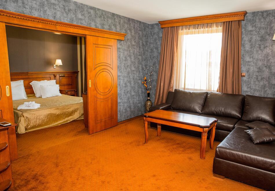 Нощувка на човек със закуска и вечеря + 2 минерални басейна + външно горещо джакузи + СПА пакет в хотел Езерец, Благоевград, снимка 22