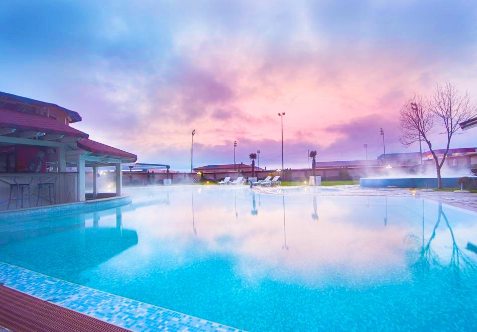 Нощувка на човек със закуска и вечеря + 2 минерални басейна + външно горещо джакузи + СПА пакет в хотел Езерец, Благоевград, снимка 3