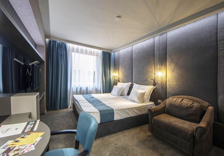 2+ нощувки на човек със закуски и вечери + 2 минерални басейна + външно горещо джакузи + СПА пакет в хотел Езерец, Благоевград, снимка 23