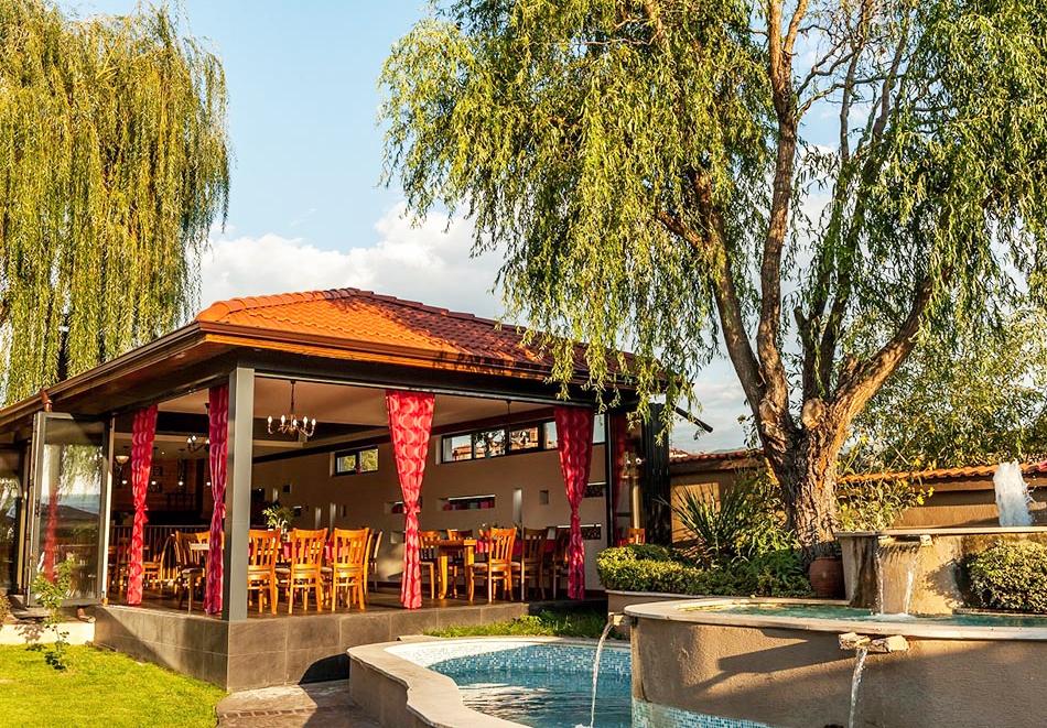 Нощувка на човек със закуска и вечеря + 2 минерални басейна + външно горещо джакузи + СПА пакет в хотел Езерец, Благоевград, снимка 28