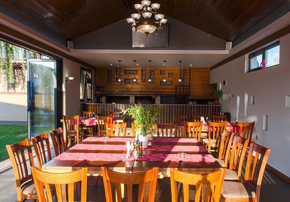 2+ нощувки на човек със закуски и вечери + 2 минерални басейна + външно горещо джакузи + СПА пакет в хотел Езерец, Благоевград, снимка 18