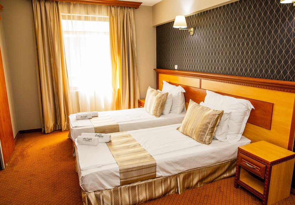 Нощувка на човек със закуска и вечеря + 2 минерални басейна + външно горещо джакузи + СПА пакет в хотел Езерец, Благоевград, снимка 19