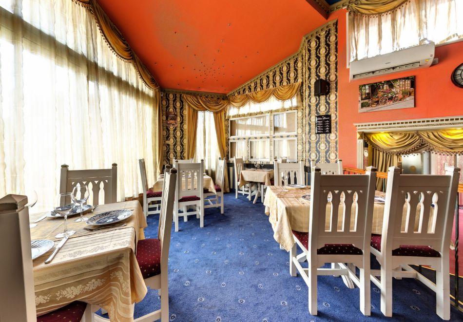 Нощувка на човек със закуска само за 44 лв. в Бутиков хотел Свети Никола, София, кв. Бояна, снимка 7