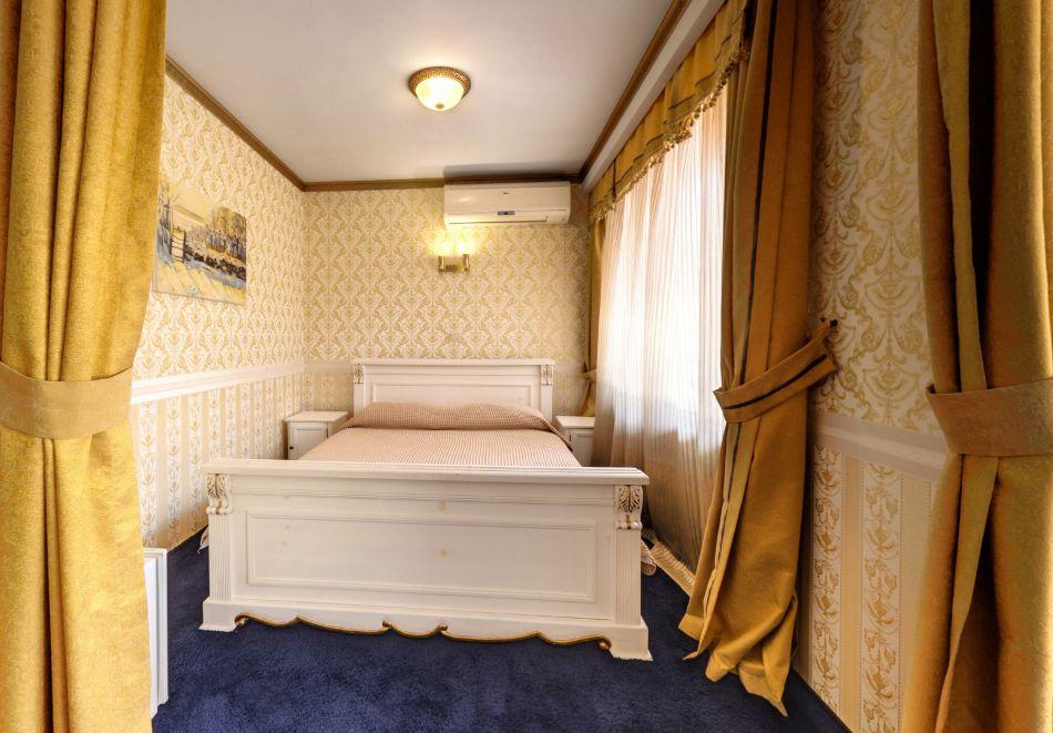 Нощувка на човек със закуска само за 44 лв. в Бутиков хотел Свети Никола, София, кв. Бояна, снимка 18