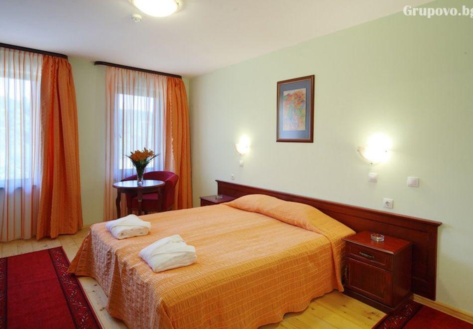 2 нощувки на човек със закуски и 1 вечеря + парна баня в Рачев хотел Резиденс****, Арбанаси, снимка 10