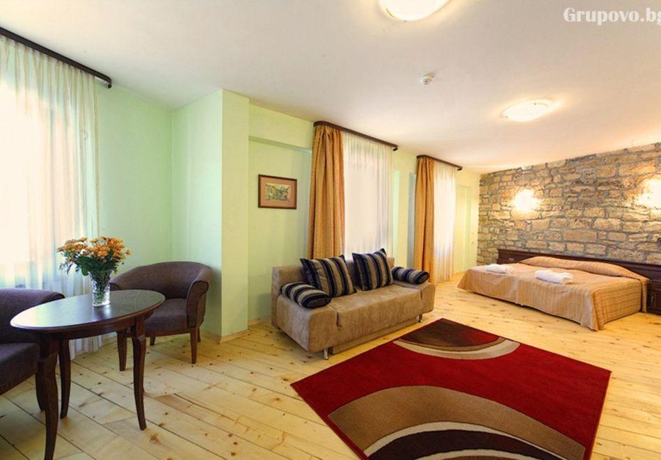 2 нощувки на човек със закуски и 1 вечеря + парна баня в Рачев хотел Резиденс****, Арбанаси, снимка 11