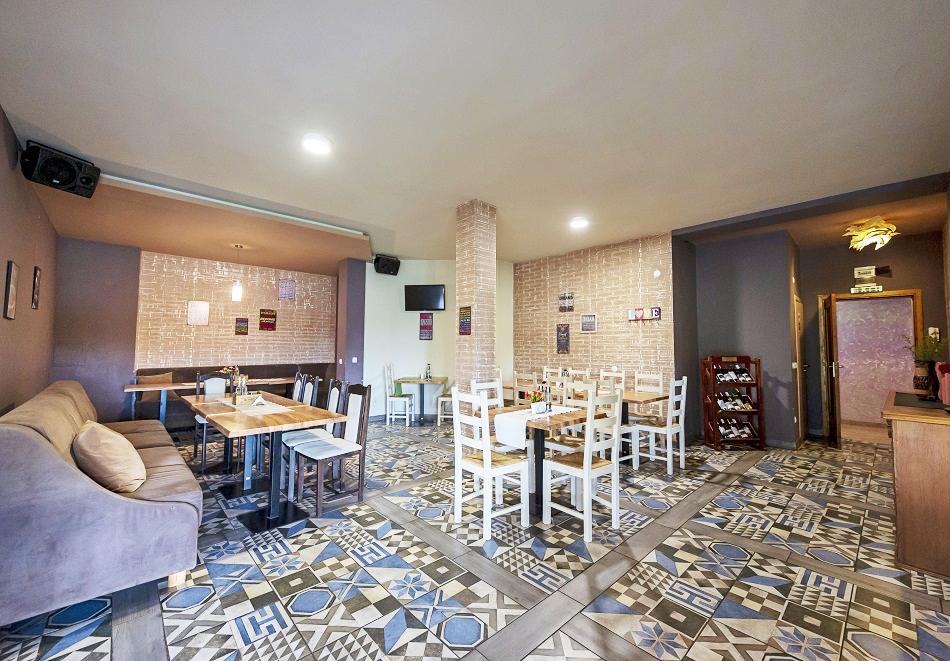 Нова година в с. Баня, до Банско! 3 или 4 нощувки на човек със закуски и вечери - едната празнична с програма и DJ + минерален басейн и релакс пакет в хотел Севън Сийзънс, снимка 20
