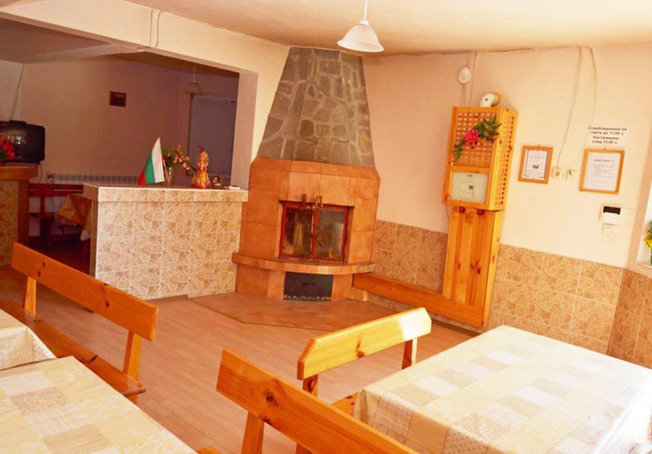 8-ми декември в село Баня! Нощувка със закуска на човек + външен топъл минерален басейн от Комплекс Елена. Безплатен транспорт, до Банско и обратно!, снимка 8