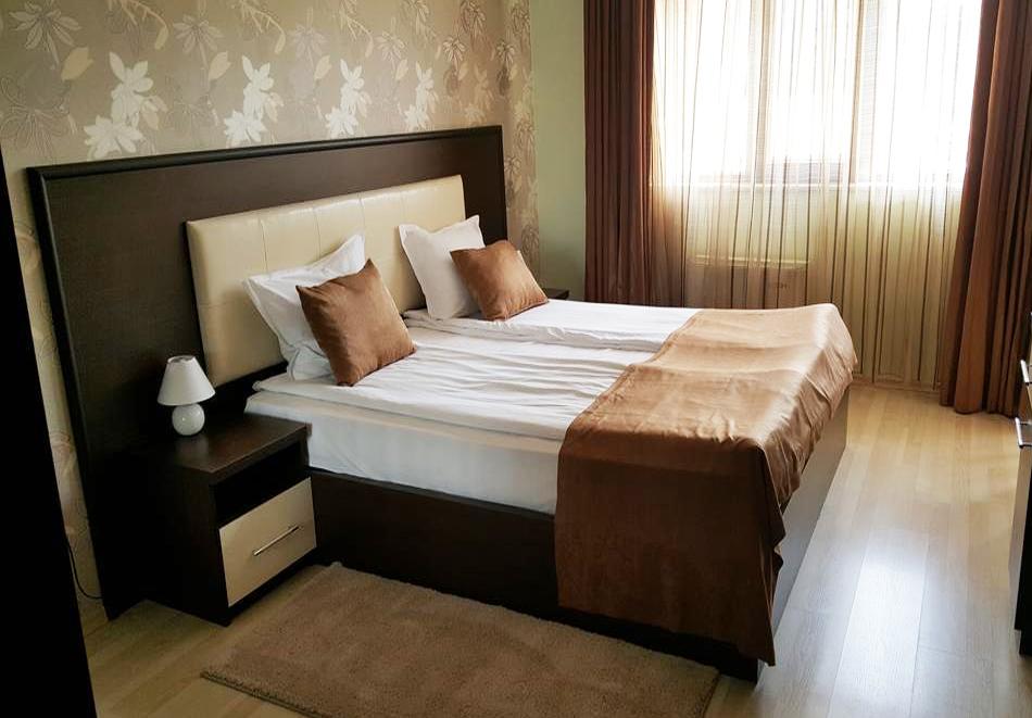 2+ нощувки на човек със закуски и вечери + вътрешен и външен минерален басейн + релакс зона от Семеен хотел Алегра, Велинград, снимка 9