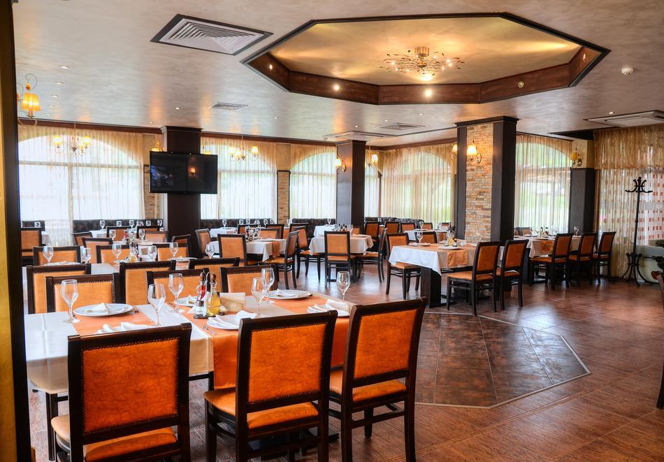 2+ нощувки на човек със закуски и вечери + вътрешен и външен минерален басейн + релакс зона от Семеен хотел Алегра, Велинград, снимка 10