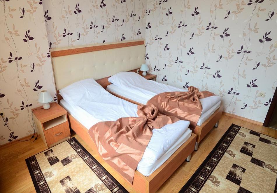 Делник във Велинград! Нощувка на човек със закуска + релакс пакет в семеен Хотел Алегра, снимка 9