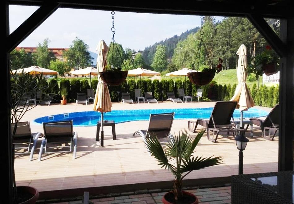 2+ нощувки на човек със закуски и вечери + вътрешен и външен минерален басейн + релакс зона от Семеен хотел Алегра, Велинград, снимка 15