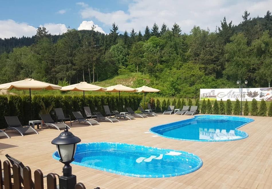 2+ нощувки на човек със закуски и вечери + вътрешен минерален басейн + релакс зона от Семеен хотел Алегра, Велинград, снимка 3