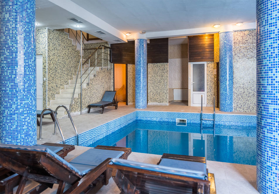 Нова година в хотел Елегант Лодж, Банско! 5 нощувки на човек със закуски + топъл вътрешен басейн и релакс пакет. Доплащане по желание за Новогодишен куверт, снимка 4