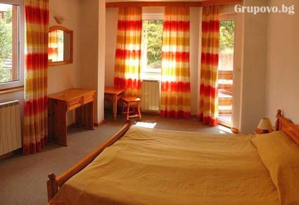 Нощувка на човек със закуска и вечеря* в хотел Мартин, Чепеларе, снимка 4