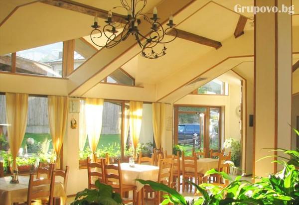 Нощувка на човек със закуска и вечеря* в хотел Мартин, Чепеларе, снимка 5