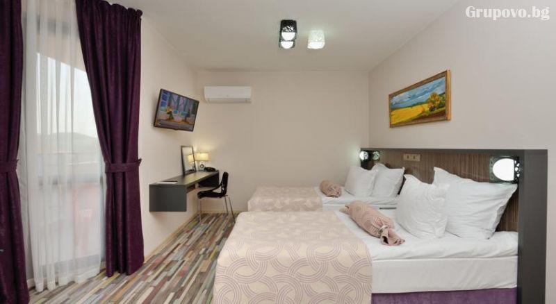 Нощувка за двама, трима или четирима в хотел Хелоу Хисар, снимка 14