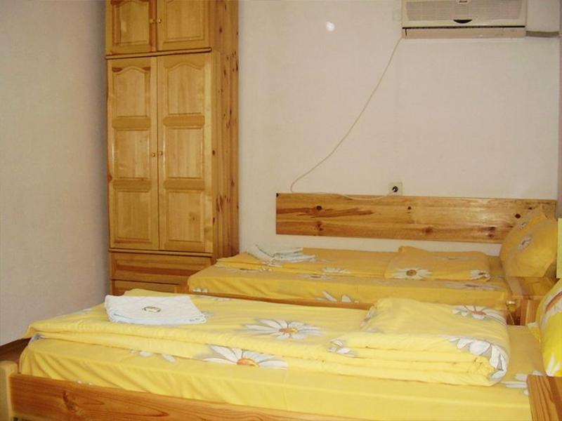 Нощувка в самостоятелна къща за до 20 човека в стаи за гости Мирела, Рибарица., снимка 12