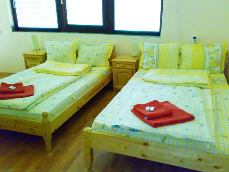 Нощувка в самостоятелна къща за до 20 човека в стаи за гости Мирела, Рибарица., снимка 11