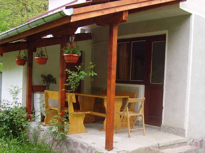 Нощувка в самостоятелна къща за до 20 човека в стаи за гости Мирела, Рибарица., снимка 9