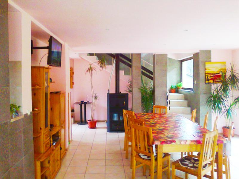 Нощувка на човек + закуска и вечеря по желание в стаи за гости Мирела, Рибарица, снимка 7