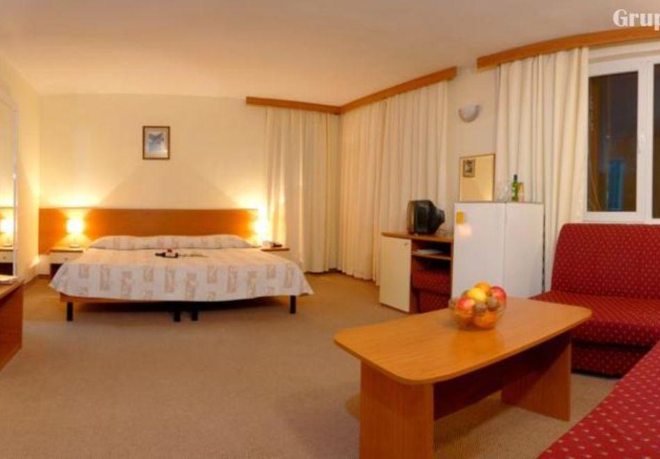 Нощувка на човек със закуска и вечеря в хотел Преспа, Пампорово, снимка 7