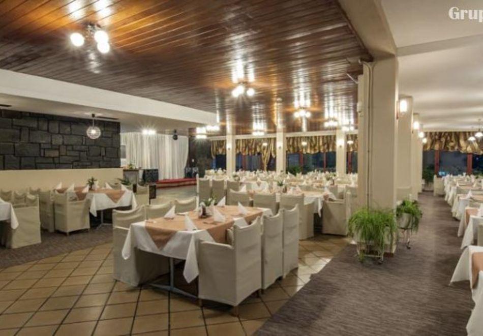 Нощувка на човек със закуска и вечеря в хотел Преспа, Пампорово, снимка 10