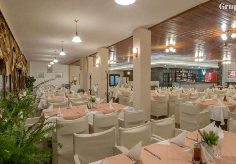 Нощувка на човек със закуска и вечеря в хотел Преспа, Пампорово, снимка 9