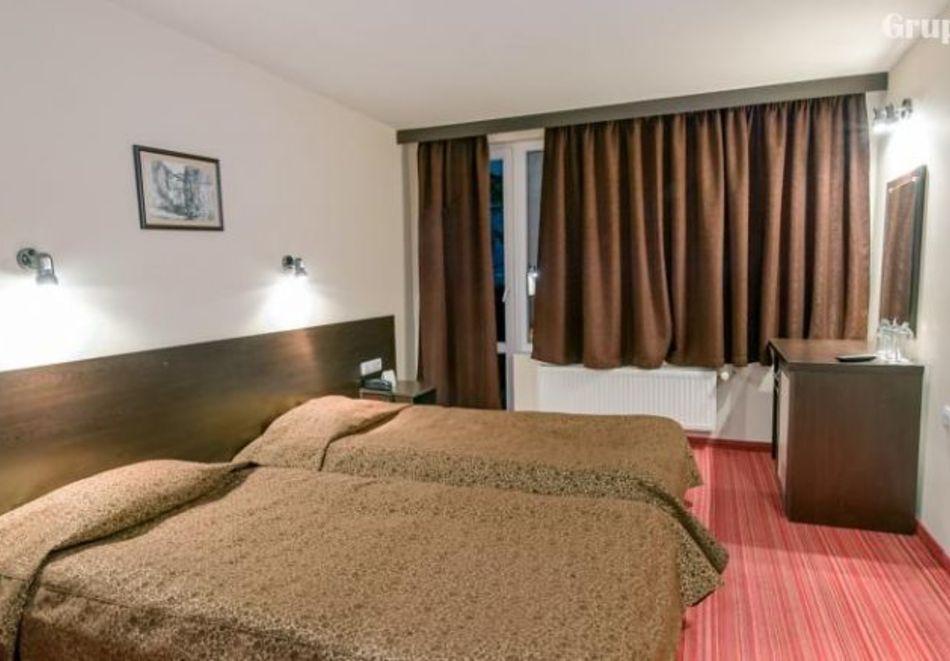 Нощувка на човек със закуска и вечеря в хотел Преспа, Пампорово, снимка 5