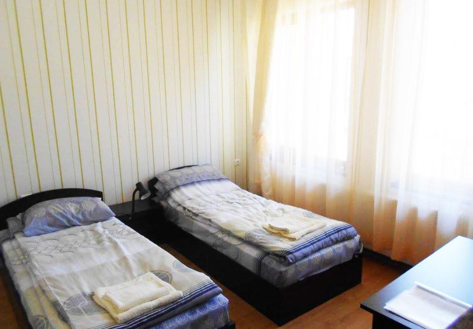 Коледа в Копривщица! Две или три нощувки за до 10 човека в самостоятелна къща + механа и кухня + сауна в къща за гости Ценови, снимка 7