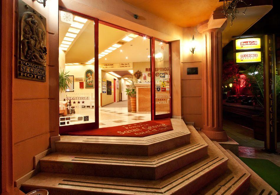 Нова година в Поморие! 3 или 4 нощувки на човек със закуски и празнична вечеря + басейн и СПА в хотел Сейнт Джордж****, на 1-ва линия в Поморие, снимка 21