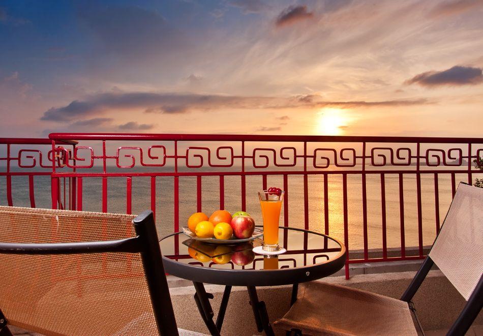 Коледа в Поморие! 3 нощувки на човек със закуски, вечеря на Бъдни вечер и празничен коледен обяд + басейн и СПА в хотел Сейнт Джордж****, снимка 27