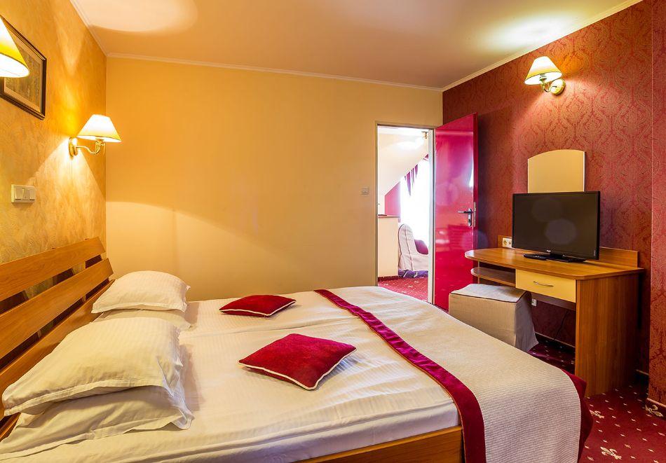 2+ нощувки на човек със закуски и вечери + басейн и СПА в хотел Сейнт Джордж****, на 1-ва линия в Поморие, снимка 24